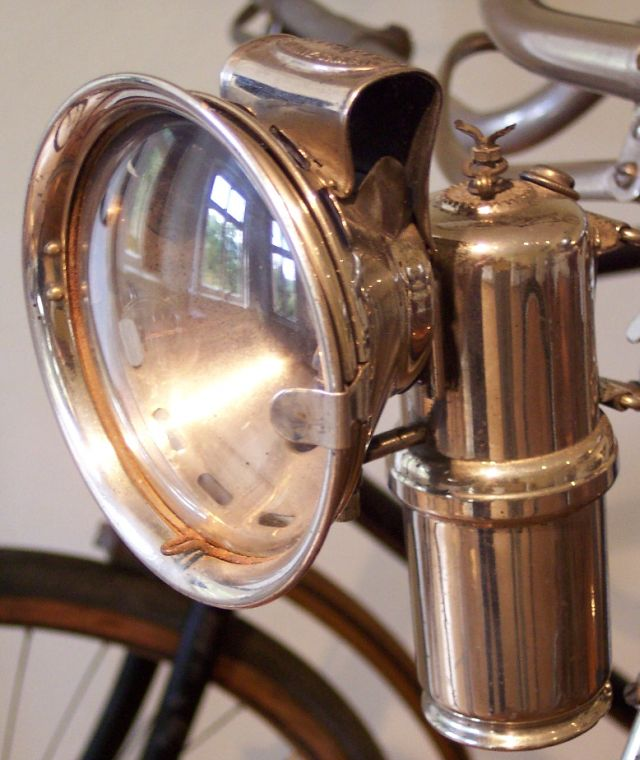 Carbide_lamp_on_a_bicycle