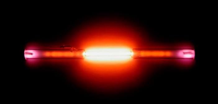 Helium_discharge_tube