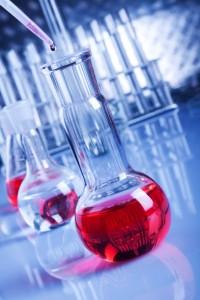 Bazik pH değerlerinde pembe renge döner.