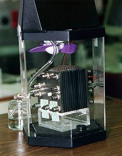 Doğrudan metanol yakıt hücresi modeli.